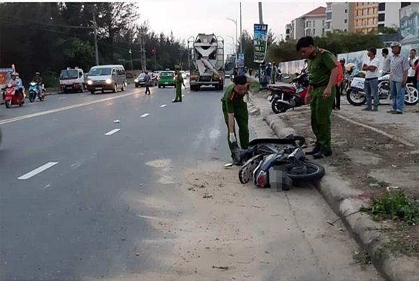 Nữ công nhân bị xe bồn kéo lê gần 20 mét, tử vong thương tâm trên đường đi làm về gần đến nhà-1