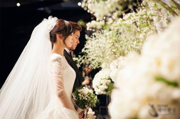 Tiệc cưới còn chưa kết thúc, bố chồng đã ghé vào tai nói một câu khiến tôi tim đập chân run không biết sống thế nào những ngày tháng tới-2