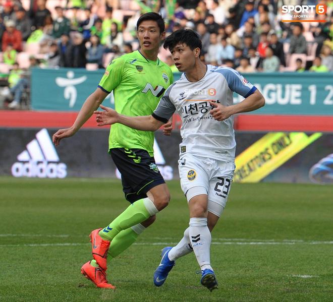Công Phượng có hành động đẹp với đồng đội trong ngày Incheon United thua trận-5