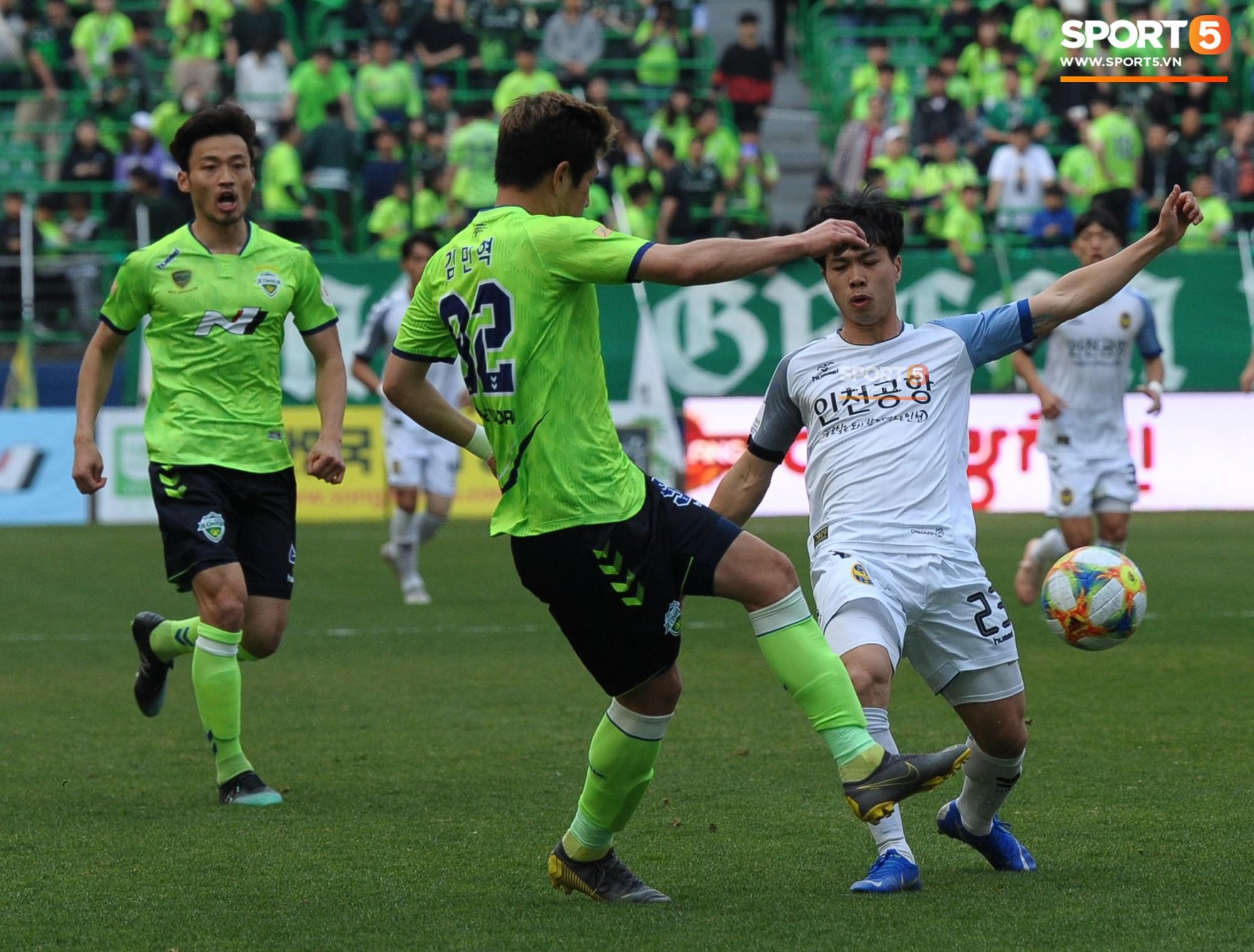Công Phượng có hành động đẹp với đồng đội trong ngày Incheon United thua trận-7