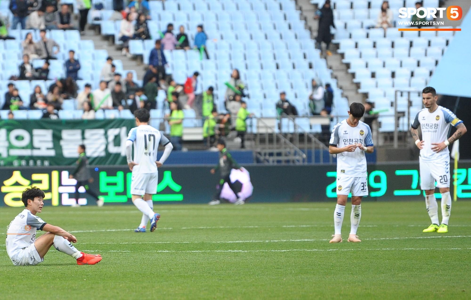Công Phượng có hành động đẹp với đồng đội trong ngày Incheon United thua trận-10