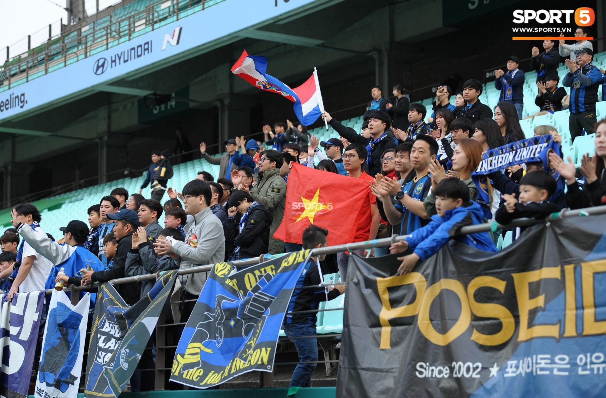 Công Phượng có hành động đẹp với đồng đội trong ngày Incheon United thua trận-12