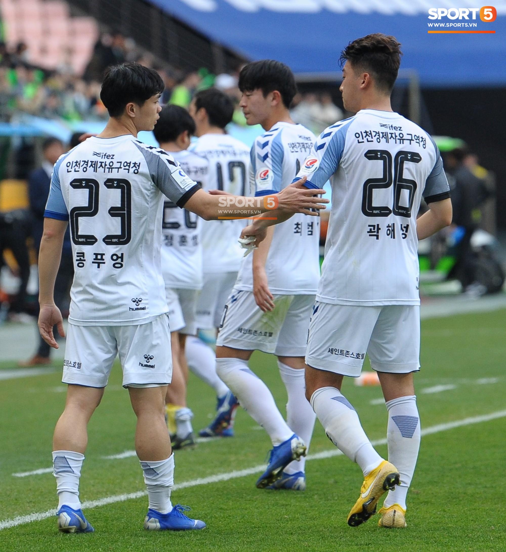 Công Phượng có hành động đẹp với đồng đội trong ngày Incheon United thua trận-14
