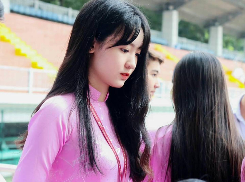 Chọn áo dài hồng làm đồng phục, nữ sinh trường Đại học này đang gây sốt bởi vì quá duyên dáng!-10