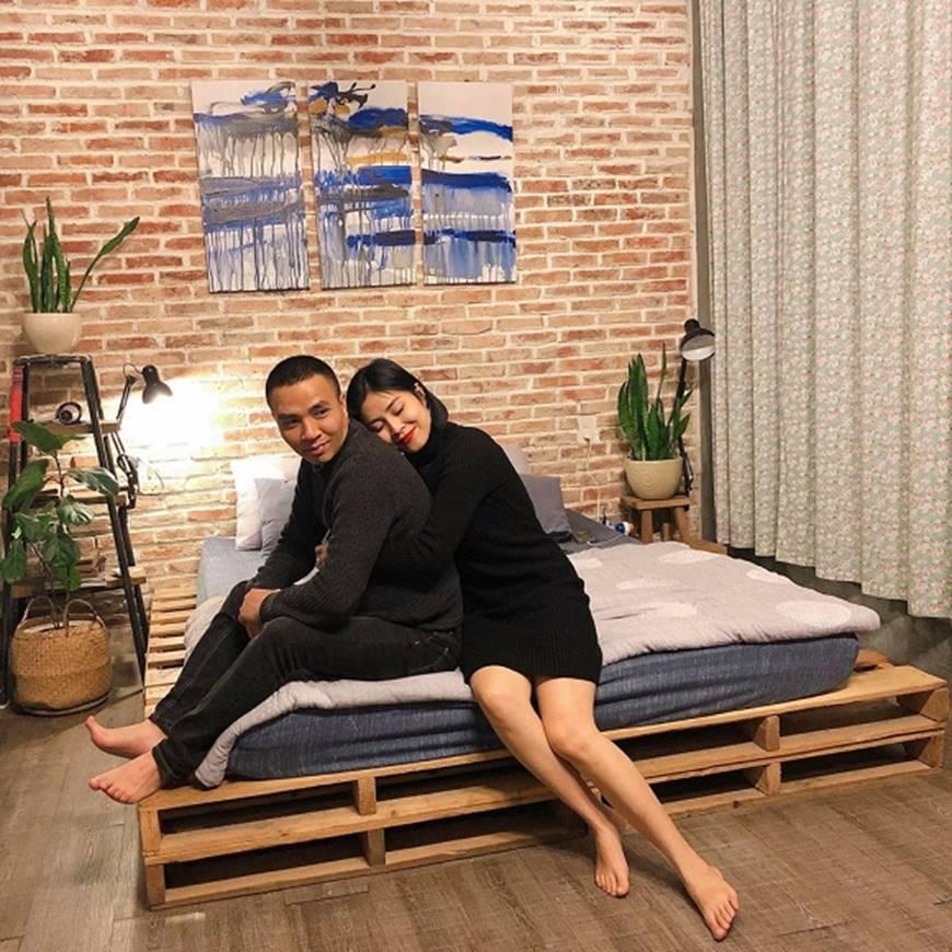 MC Hoàng Linh và bạn trai khiến dân mạng ghen tỵ khi tung loạt hình mật ngọt-3