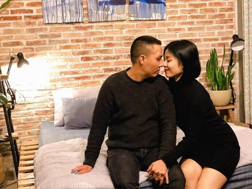 MC Hoàng Linh và bạn trai khiến dân mạng ghen tỵ khi tung loạt hình mật ngọt-4