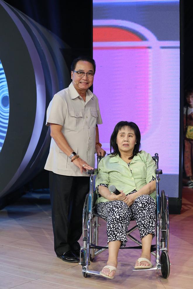 Nghệ sĩ Hoàng Lan ngồi xe lăn lên truyền hình: Mười mấy năm rồi tôi mới được lên sân khấu-3
