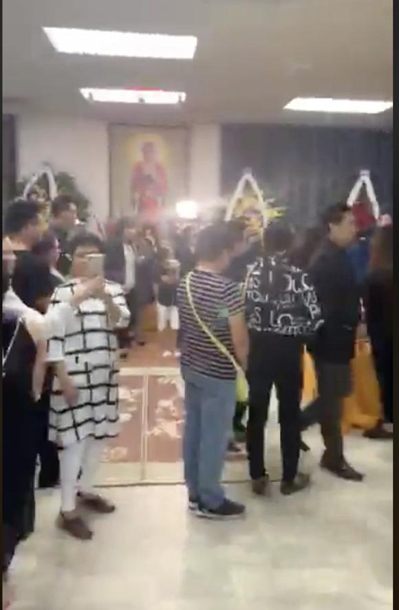 Tang lễ nghệ sĩ Anh Vũ đã được tổ chức tại Mỹ: Nghệ sĩ và khán giả rơi lệ tiễn biệt-6