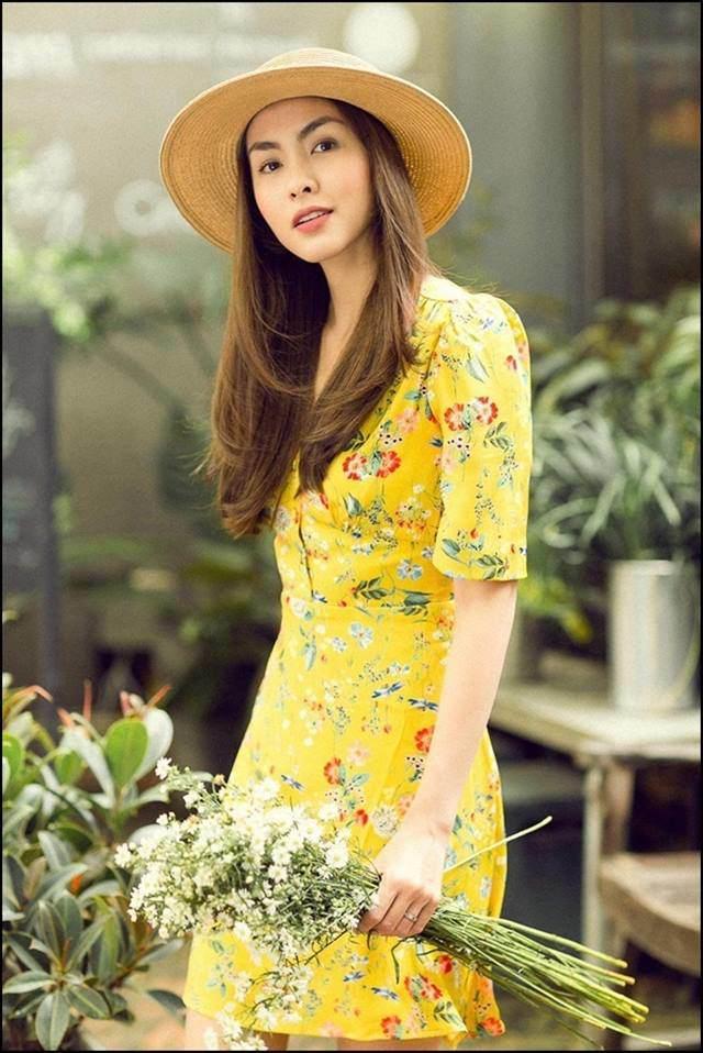 Váy hoa cỏ khoảng 300K lại trở thành hot trend mùa hè, Ngọc Trinh, Hương Giang dẫn đầu xu hướng-1