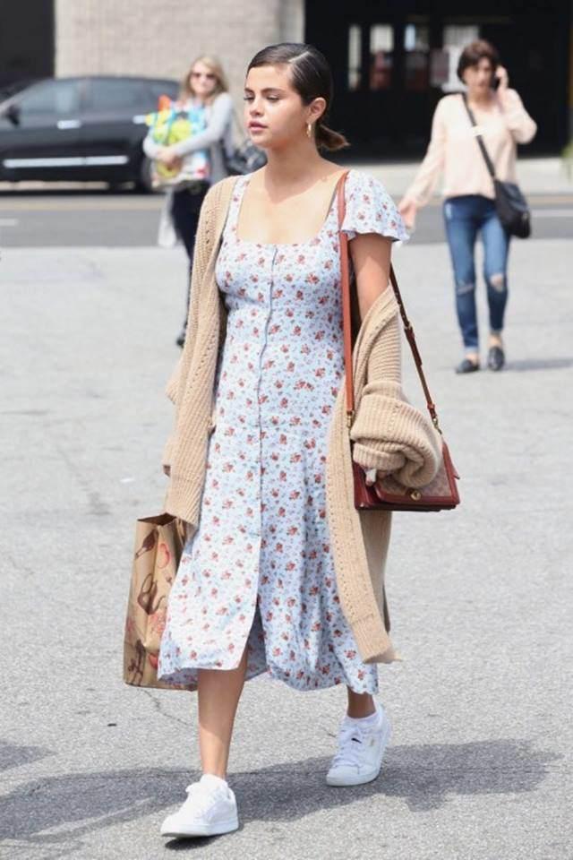 Váy hoa cỏ khoảng 300K lại trở thành hot trend mùa hè, Ngọc Trinh, Hương Giang dẫn đầu xu hướng-10