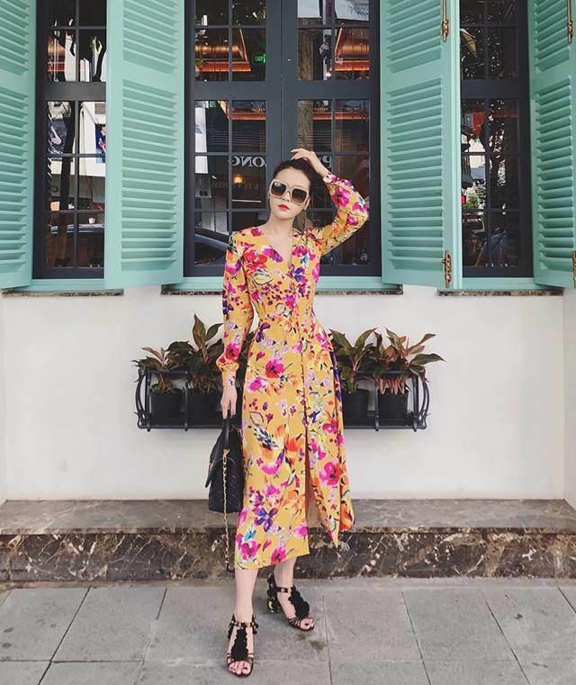 Váy hoa cỏ khoảng 300K lại trở thành hot trend mùa hè, Ngọc Trinh, Hương Giang dẫn đầu xu hướng-7