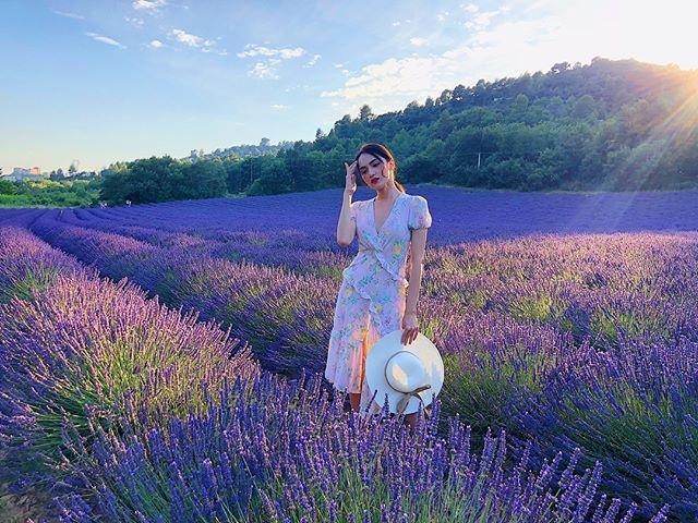 Váy hoa cỏ khoảng 300K lại trở thành hot trend mùa hè, Ngọc Trinh, Hương Giang dẫn đầu xu hướng-8