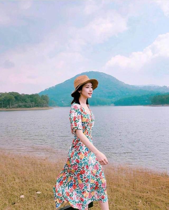 Váy hoa cỏ khoảng 300K lại trở thành hot trend mùa hè, Ngọc Trinh, Hương Giang dẫn đầu xu hướng-9