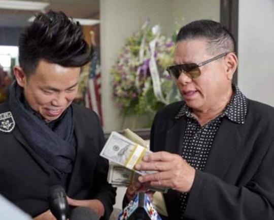 Tỉ phú Hoàng Kiều mang gần 700 triệu tới viếng đám tang nghệ sĩ Anh Vũ-1
