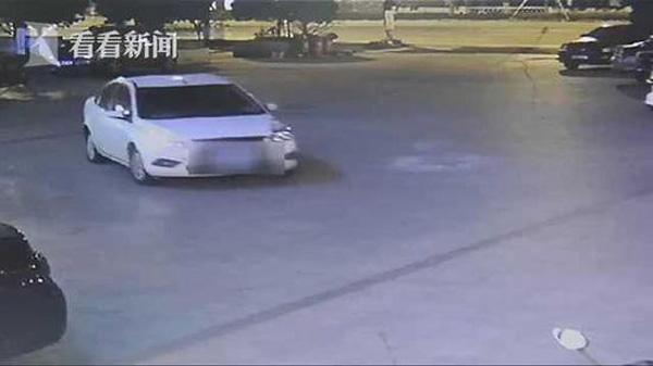 Hành động ngỡ ngàng của người đàn ông sau khi bỏ vợ con lại để trốn cảnh sát-2