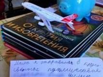 Cậu bé 8 tuổi để lại thư nhắn nhủ cho mẹ rồi bỏ nhà đi du lịch 'vòng quanh thế giới'