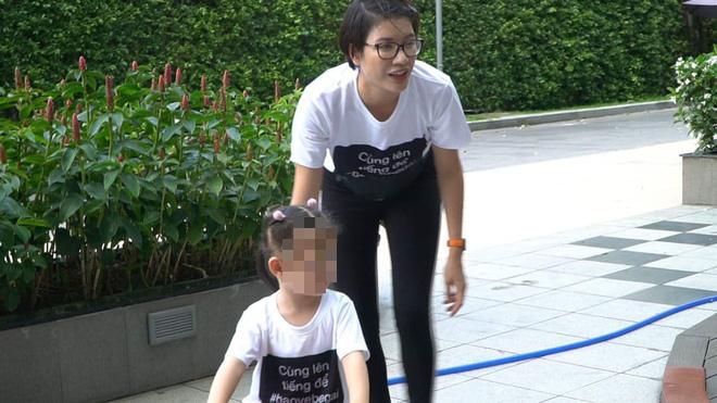 Cư dân chung cư nguyên Viện phó VKS sàm sỡ bé gái mặc áo đồng phục phản đối lạm dụng tình dục-3