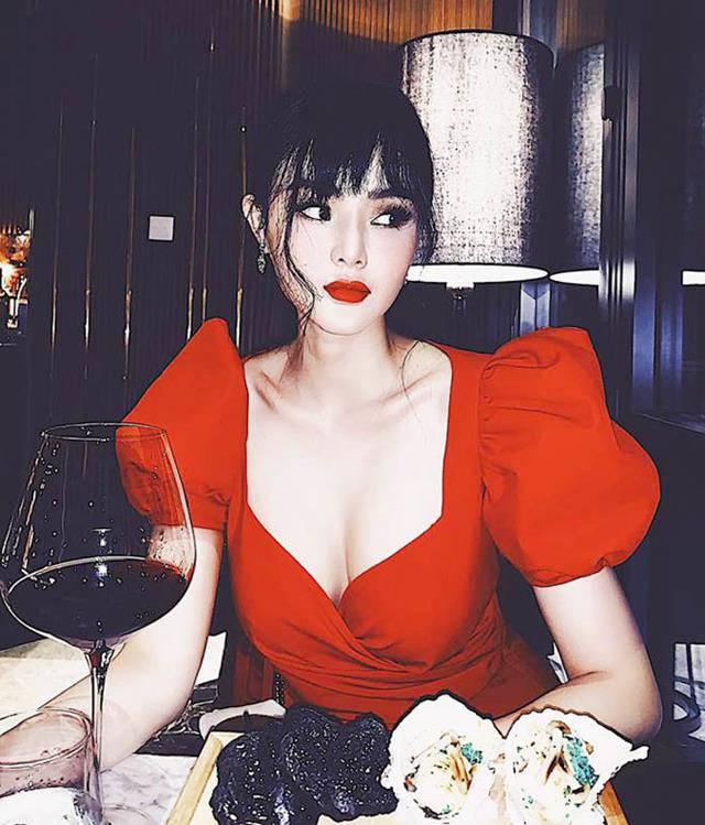 Không còn đen nhẻm nổi loạn, em gái Angela Phương Trinh khoe vẻ xinh đẹp bốc lửa không kém chị-8