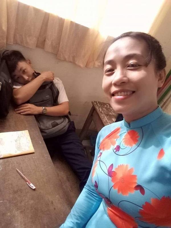 Phát hiện nam sinh ngủ gật trong lớp, cách giải quyết của cô giáo khiến tất cả bật cười-2