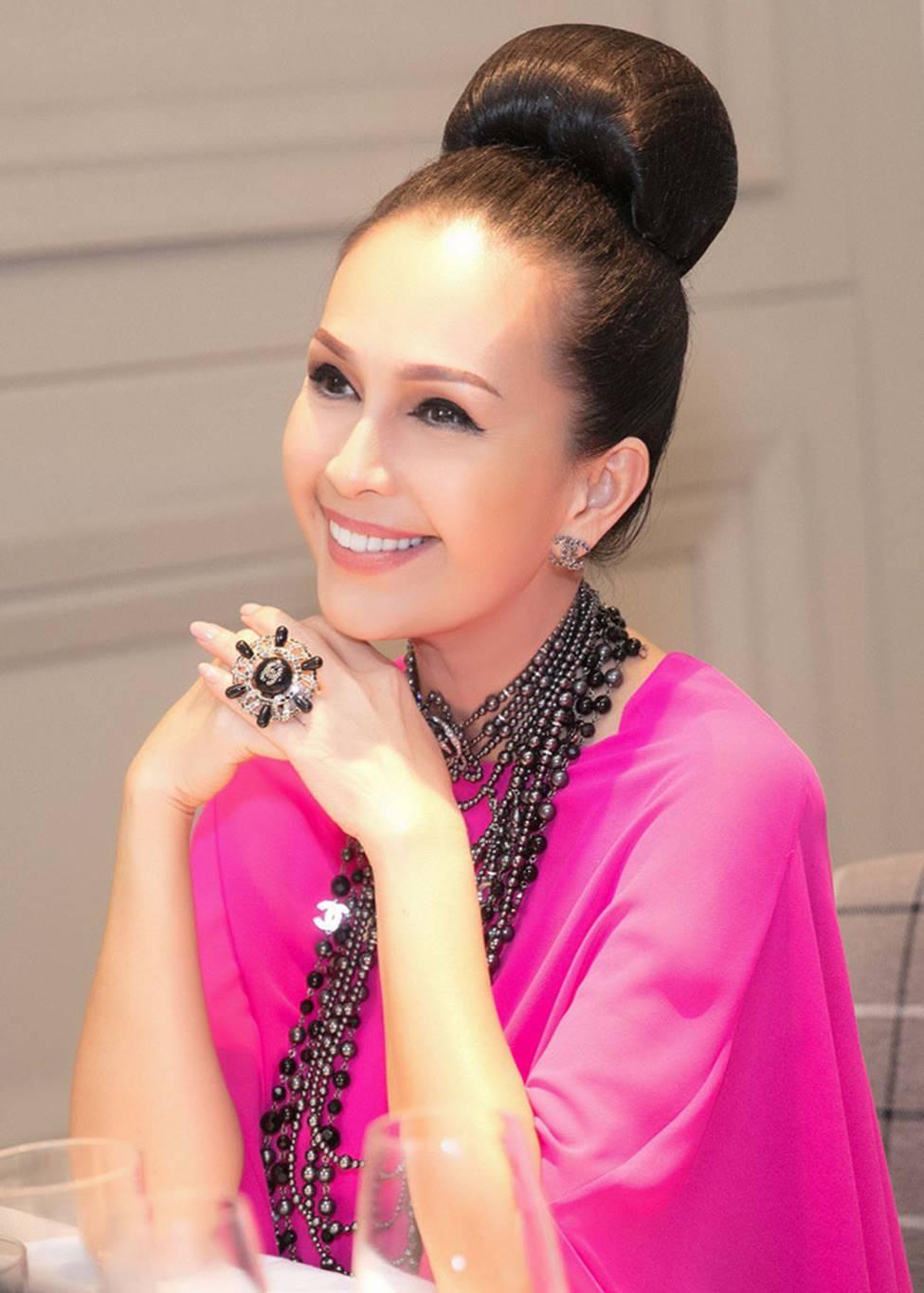 4 nữ hoàng ảnh lịch Việt giờ đây U50, U60 vẫn trẻ đẹp, gợi cảm đáng kinh ngạc-10