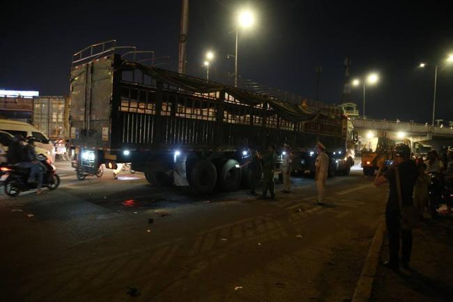 Tai nạn kinh hoàng, 2 cụ già bị kéo lê trên đường rồi cuốn vào gầm xe tải tử vong-2