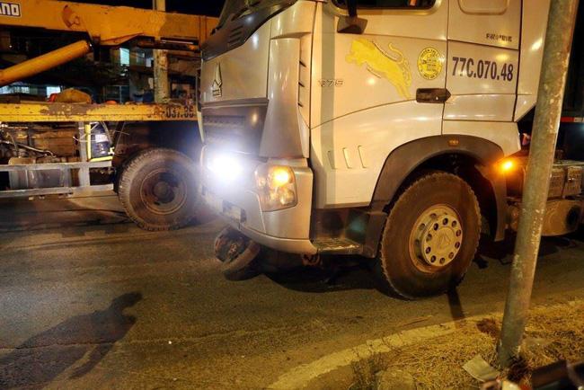 Tai nạn kinh hoàng, 2 cụ già bị kéo lê trên đường rồi cuốn vào gầm xe tải tử vong-3