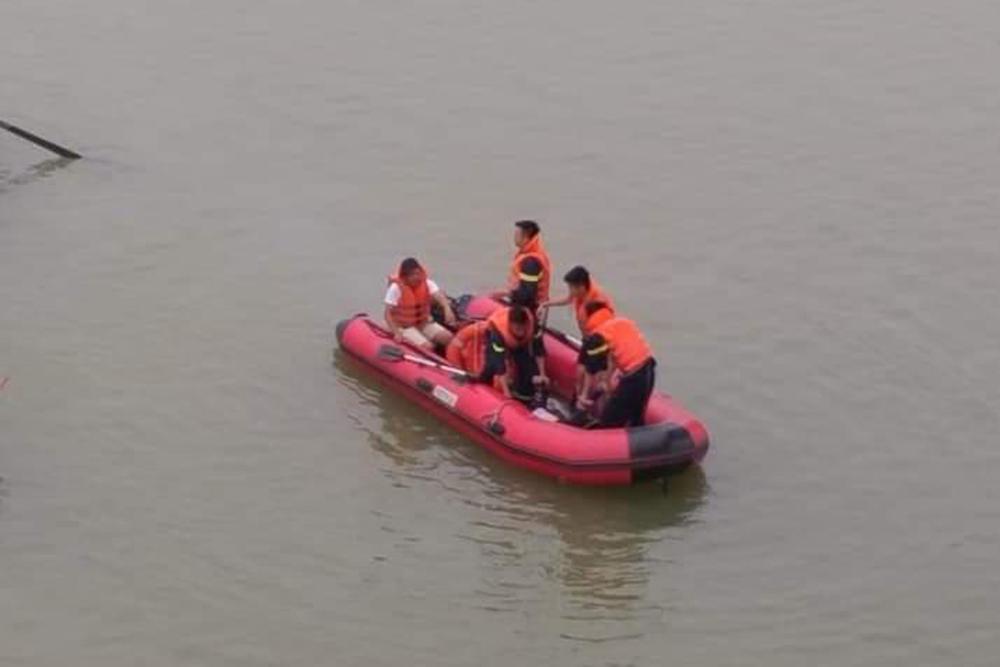 Nữ kế toán trường mầm non nhảy xuống sông Lam sau cuộc điện thoại-3