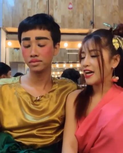 Hải Triều chào buổi sáng với khuôn mặt trang điểm vàng khè khiến fan vừa giật mình vừa buồn cười-4