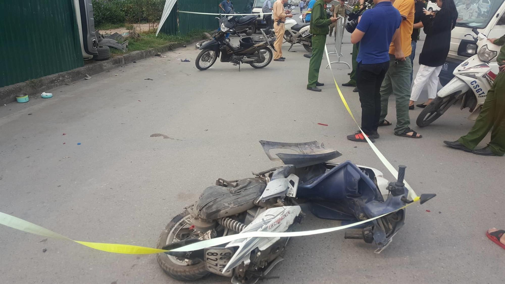 Nữ tài xế Mercedes mất lái đâm hàng loạt xe máy khiến 3 nạn nhân bị thương, nhiều người hoảng loạn-2