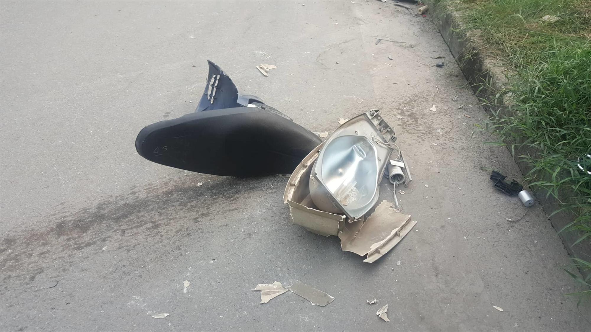 Nữ tài xế Mercedes mất lái đâm hàng loạt xe máy khiến 3 nạn nhân bị thương, nhiều người hoảng loạn-3