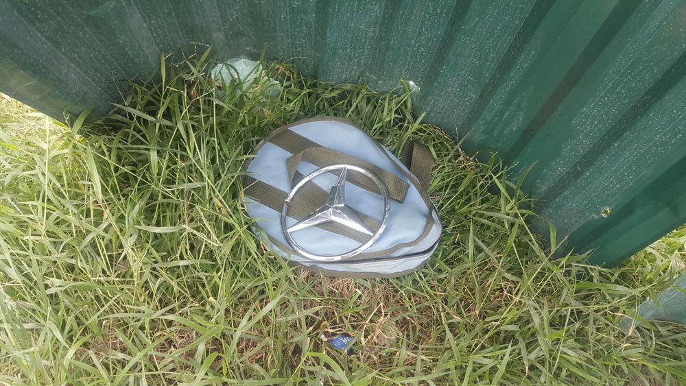 Nữ tài xế Mercedes mất lái đâm hàng loạt xe máy khiến 3 nạn nhân bị thương, nhiều người hoảng loạn-11