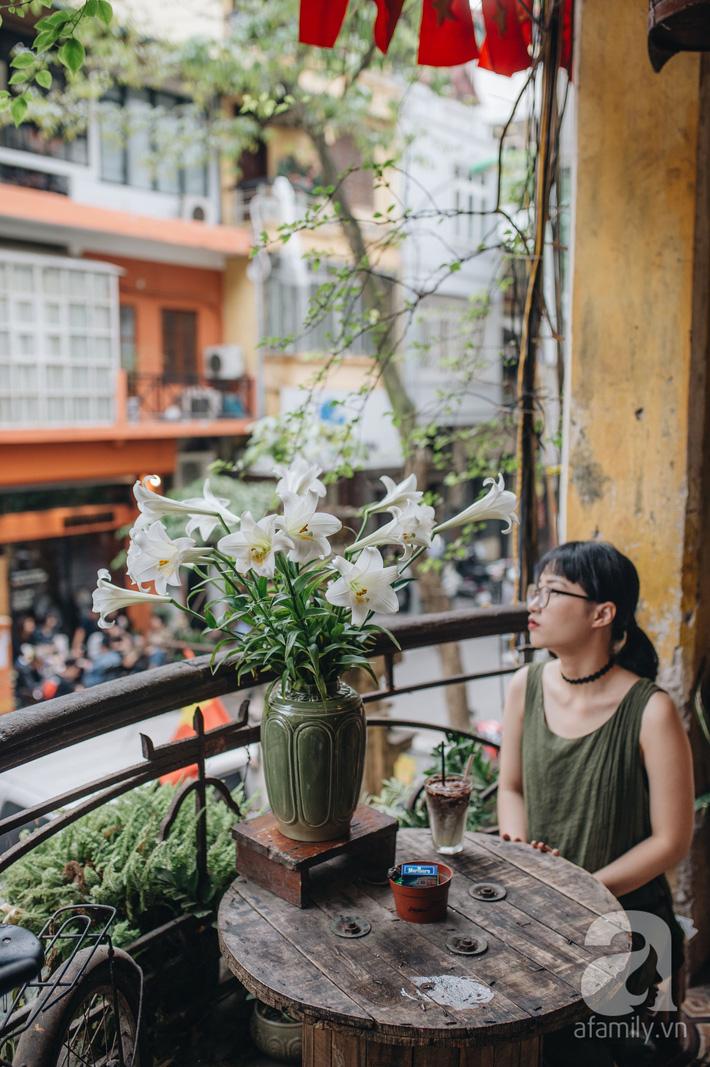 Tháng 4 về, Hà Nội lại dịu dàng những gánh loa kèn trắng tinh khôi, thơm nồng nàn khắp các góc phố-2