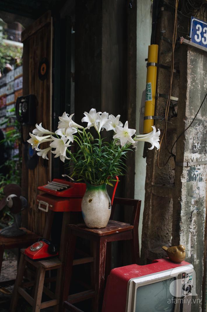 Tháng 4 về, Hà Nội lại dịu dàng những gánh loa kèn trắng tinh khôi, thơm nồng nàn khắp các góc phố-3
