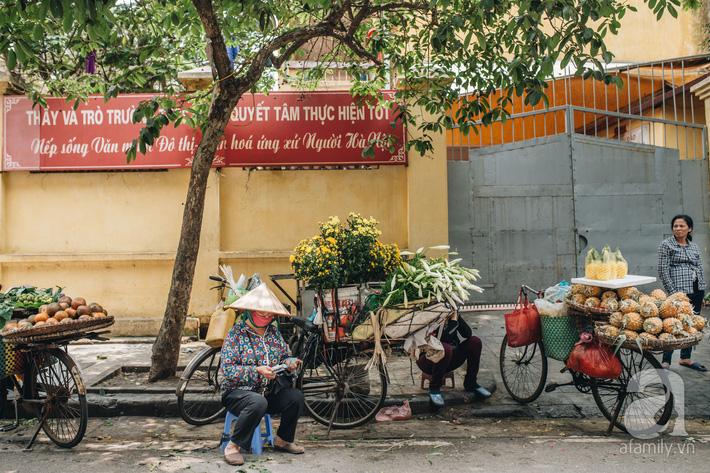 Tháng 4 về, Hà Nội lại dịu dàng những gánh loa kèn trắng tinh khôi, thơm nồng nàn khắp các góc phố-14