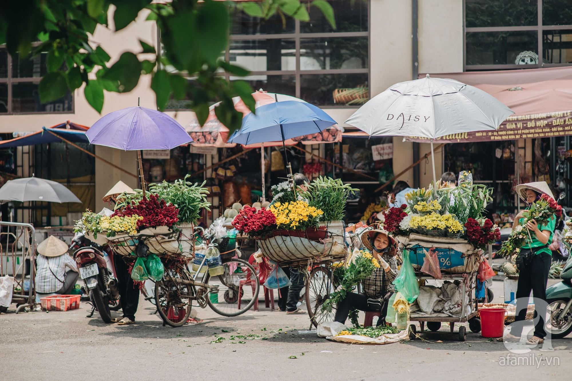 Tháng 4 về, Hà Nội lại dịu dàng những gánh loa kèn trắng tinh khôi, thơm nồng nàn khắp các góc phố-6