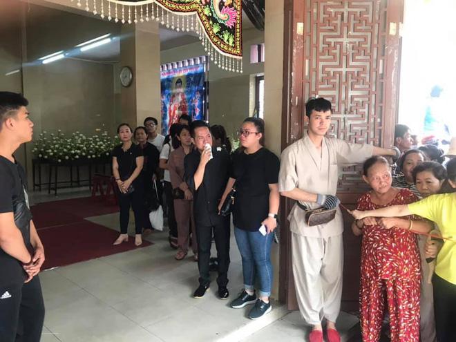 Hồng Vân, Minh Nhí khóc nghẹn trang điểm cho nghệ sĩ Anh Vũ lần cuối-13