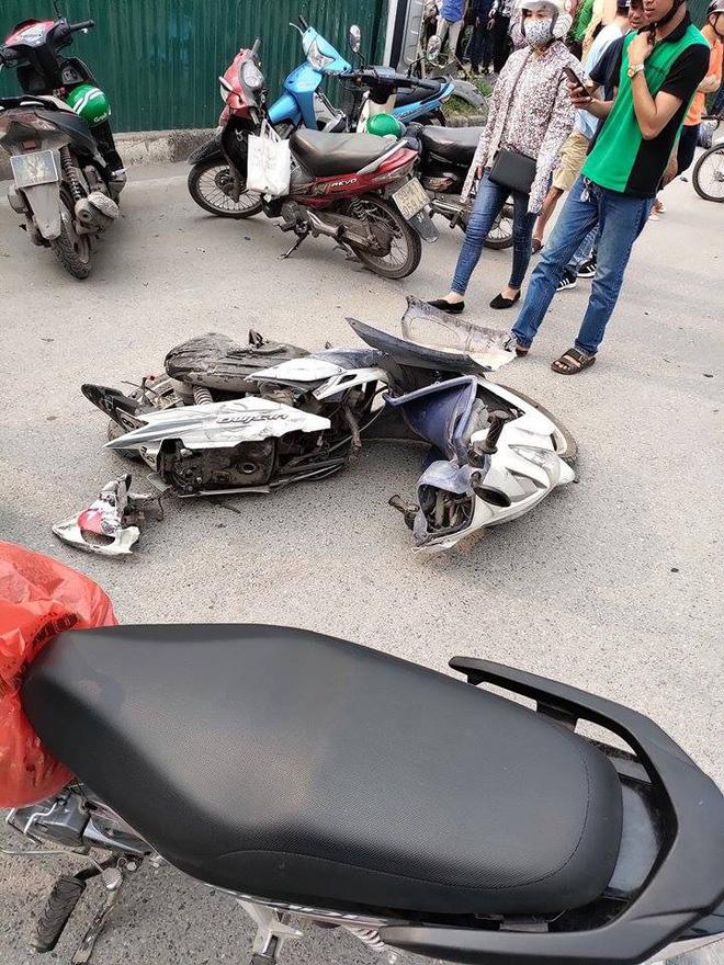Một nạn nhân bị nữ tài xế lái Mercedes tông trúng đang hôn mê sâu do chấn thương sọ não, gãy đùi-3