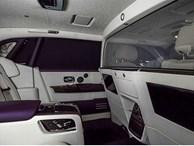 Rolls-Royce Phantom đỉnh cao của sự sang trọng được trang bị thêm vách ngăn ở giữa