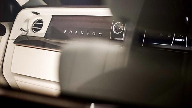Rolls-Royce Phantom đỉnh cao của sự sang trọng được trang bị thêm vách ngăn ở giữa-4