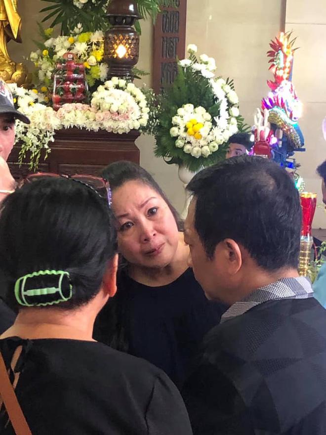 Hồng Vân, Minh Nhí khóc nghẹn trang điểm cho nghệ sĩ Anh Vũ lần cuối-6