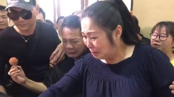 Hồng Vân, Minh Nhí khóc nghẹn trang điểm cho nghệ sĩ Anh Vũ lần cuối-2
