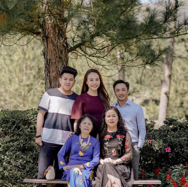 Vừa tung ảnh cưới ngọt ngào, Cường Đô La đã ấm ức mách mẹ vợ bị Đàm Thu Trang bắt nạt-4