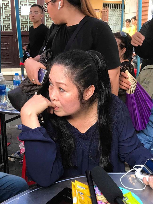 Bạn bè nghệ sĩ lặng người, bật khóc trong tang lễ cố diễn viên Anh Vũ-7