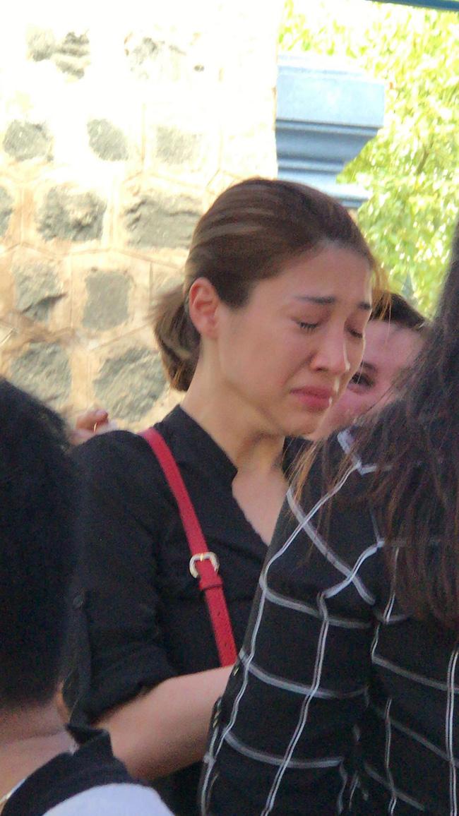 Bạn bè nghệ sĩ lặng người, bật khóc trong tang lễ cố diễn viên Anh Vũ-10