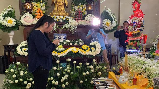 Bạn bè nghệ sĩ lặng người, bật khóc trong tang lễ cố diễn viên Anh Vũ-9