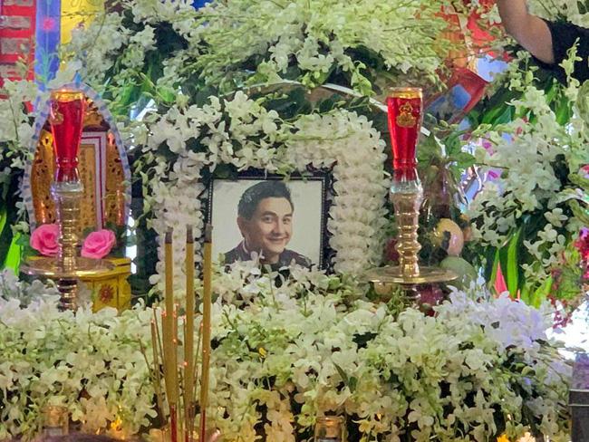Bạn bè nghệ sĩ lặng người, bật khóc trong tang lễ cố diễn viên Anh Vũ-24