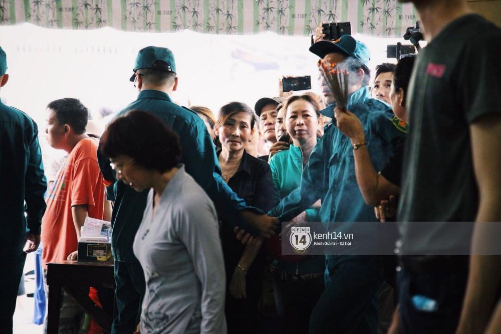 Bố Anh Vũ lộ diện, thay mặt gia đình gửi lời cám ơn bạn bè, khán giả chung tay đưa cố nghệ sĩ về đất mẹ-3