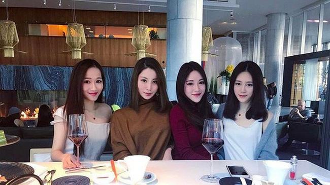 Cuộc sống xa hoa của tiểu thư có chiếc cằm đẹp nhất Trung Quốc: Bố mẹ cho chục tỷ mỗi tháng để tiêu xài, muốn xuất bản hẳn cuốn tạp chí về cách sống sang chảnh-6