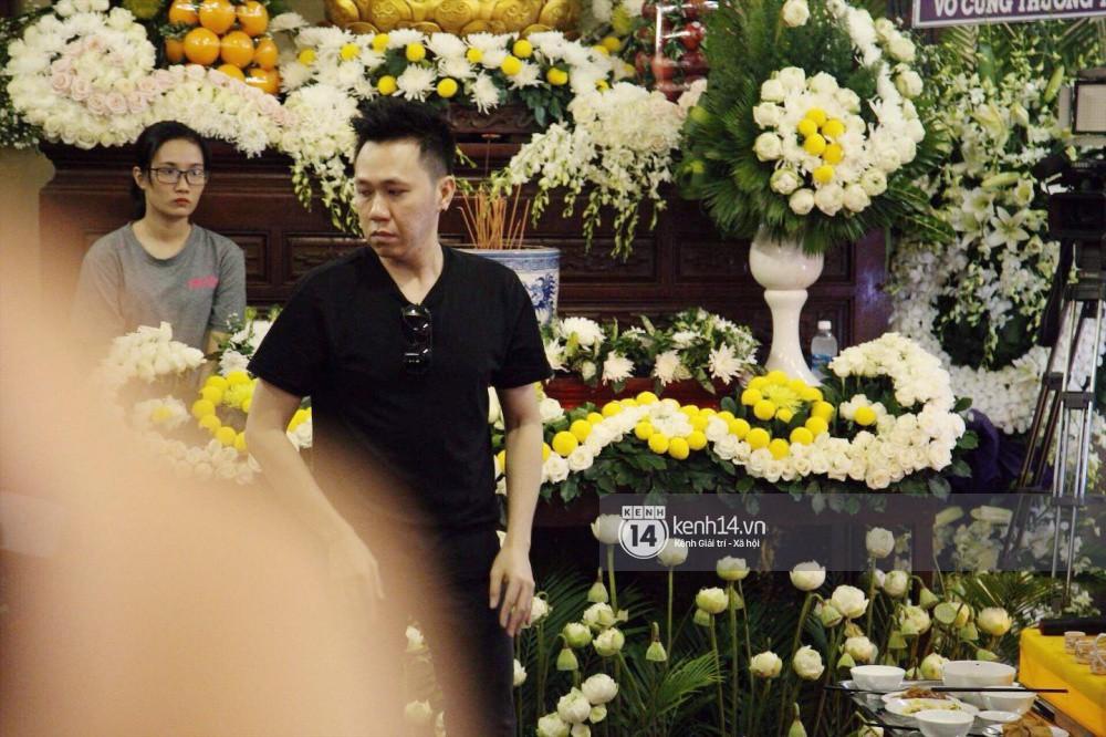 Bạn bè nghệ sĩ lặng người, bật khóc trong tang lễ cố diễn viên Anh Vũ-21