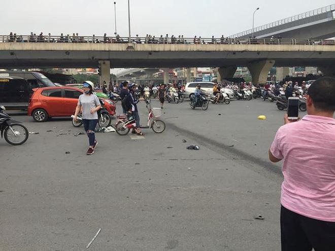 Nữ tài xế Mercedes tông hàng loạt xe máy khai đạp nhầm chân ga-2